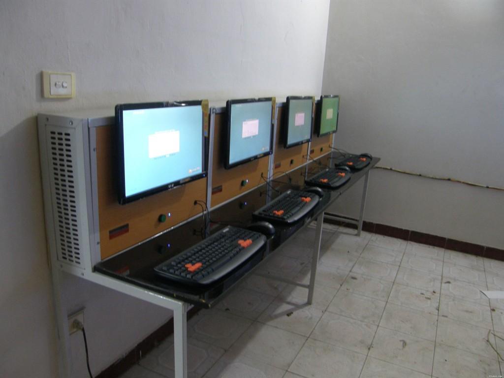 mẫu thiết kế bàn phòng net số 3